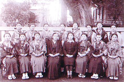 昭和3年、県下最初の洋裁科が認可される